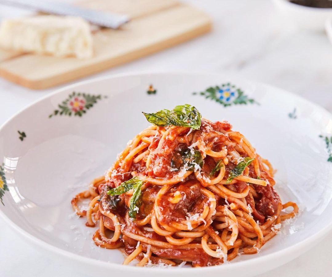 Bowl of fresh spaghetti pasta