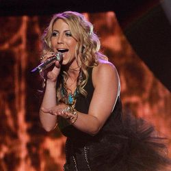 """FILE - In this April 11, 2012 file photo released by Fox, Elise Testone performs on the singing competition series """"American Idol,"""" in Los Angeles. Testone on Thursday, April 19, 2012 was among the bottom three contestants on the Fox talent competition."""