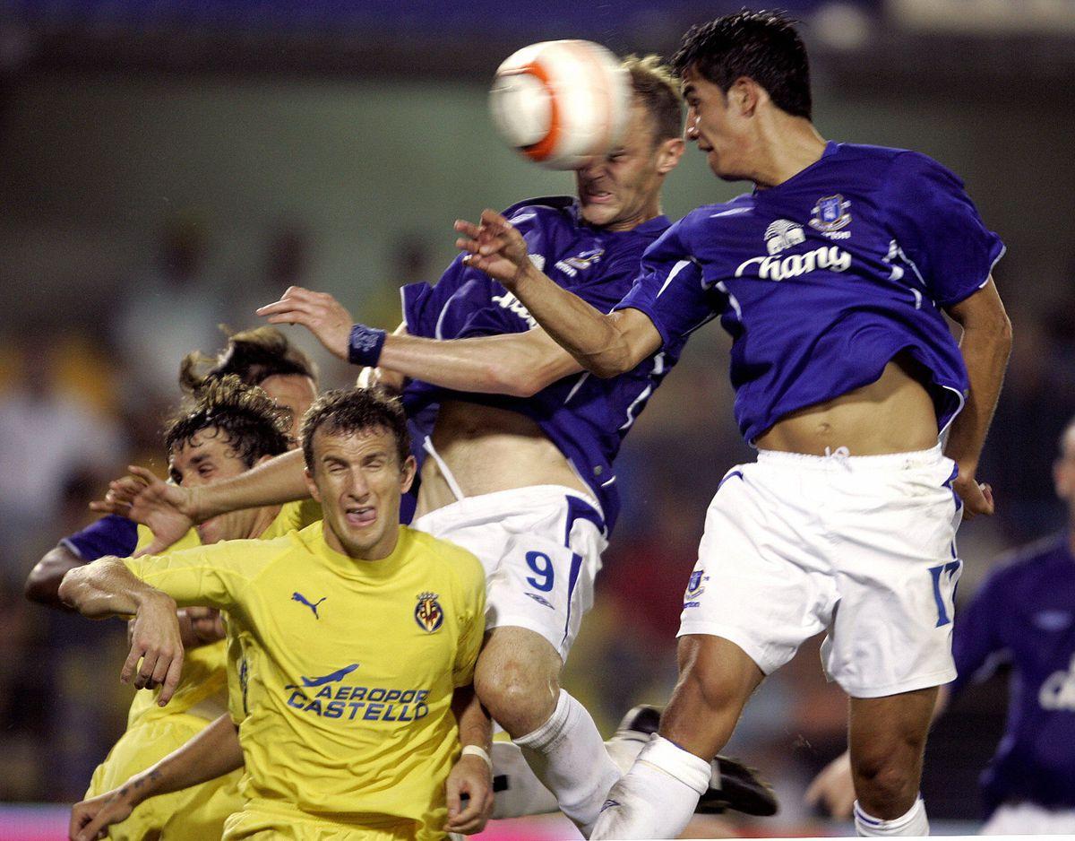 Everton's Duncan Ferguson (up C) and Aus