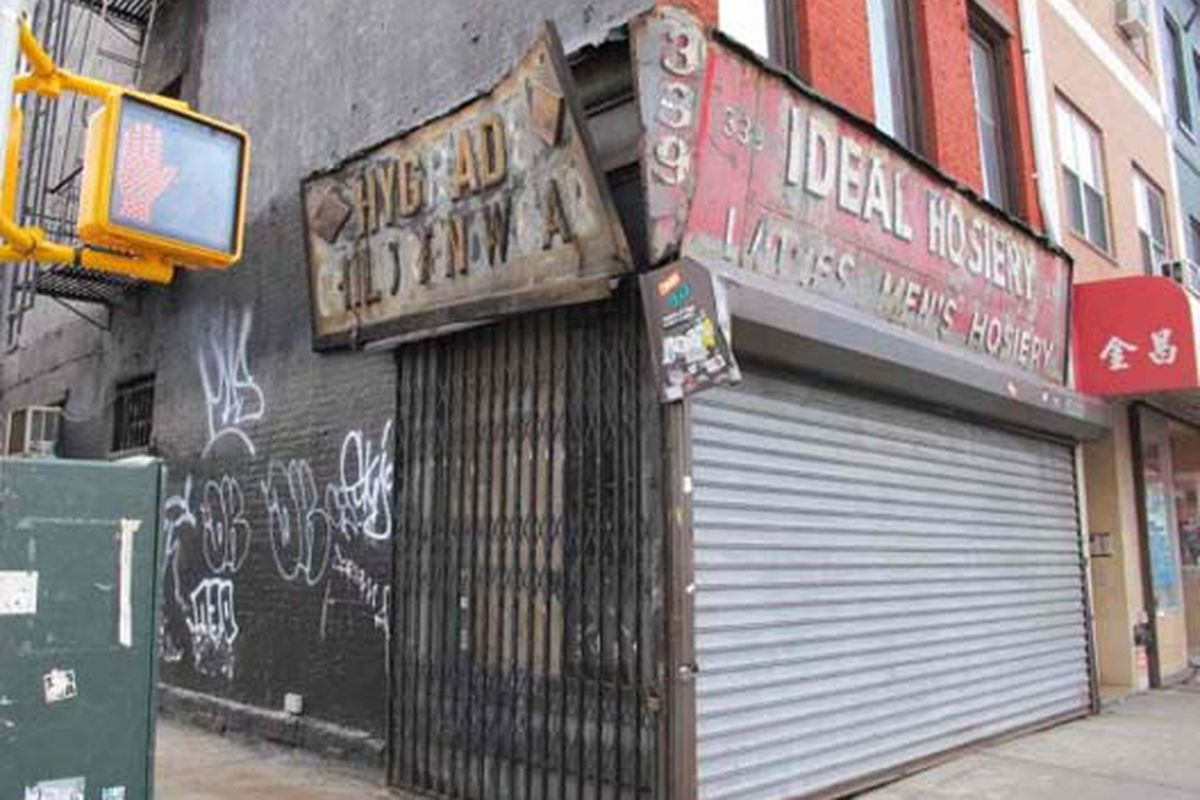"""Ghost signage from a pre-1950s LES children's store via <a href=""""http://www.boweryboogie.com/2011/03/ideal-hosiery-now-sporting-ghost-signage/?utm_source=feedburner&amp;utm_medium=feed&amp;utm_campaign=Feed%3A+BoweryBoogieALowerEastSideChronicle+%28"""