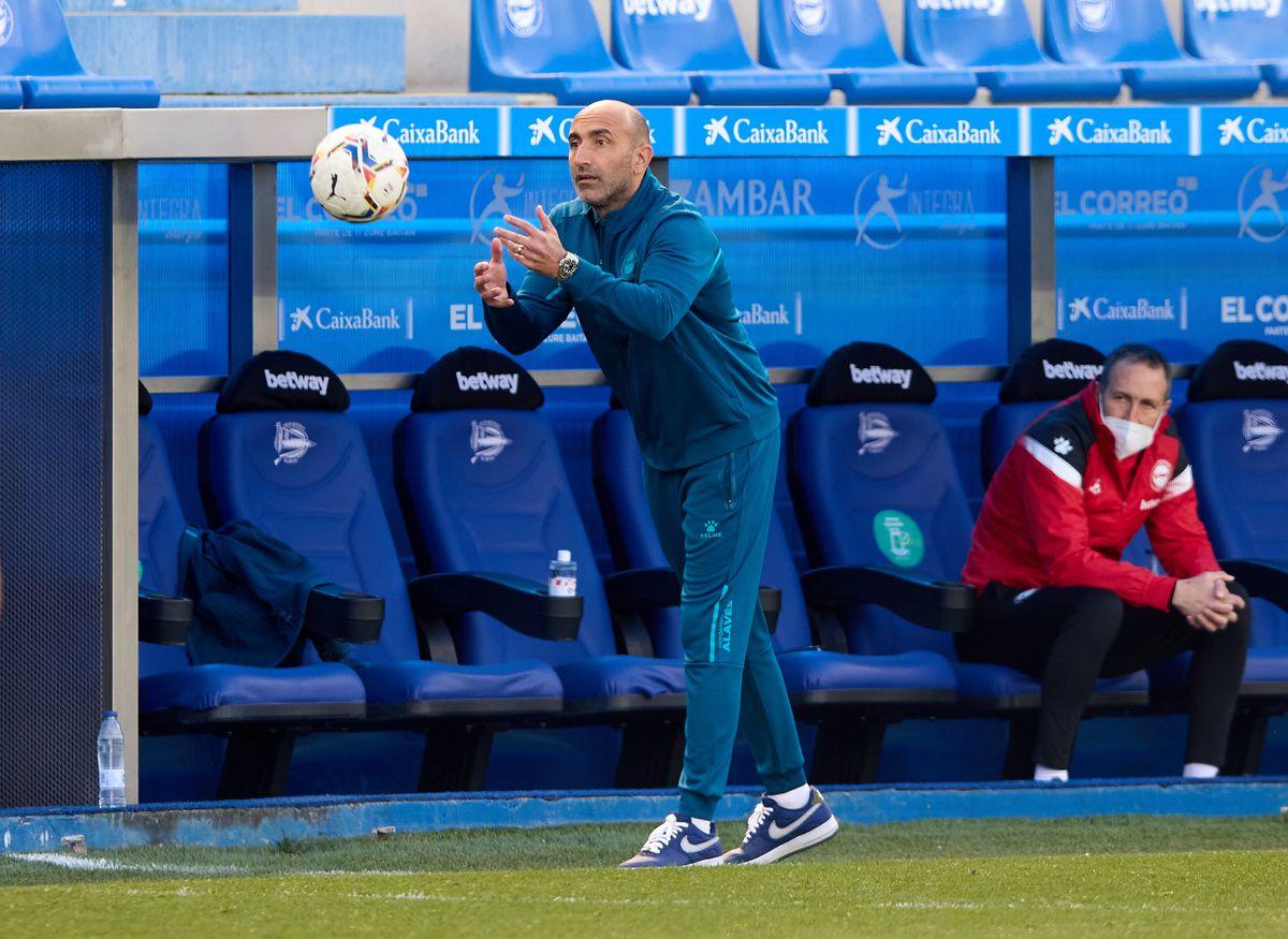 Deportivo Alaves v Cadiz CF - La Liga Santander