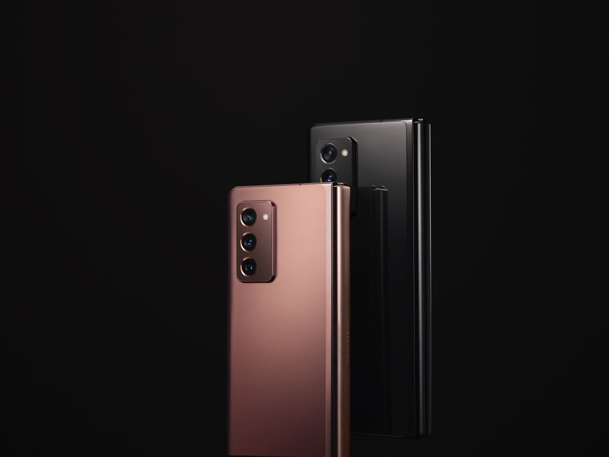 It comes in two colors: bronze or black.