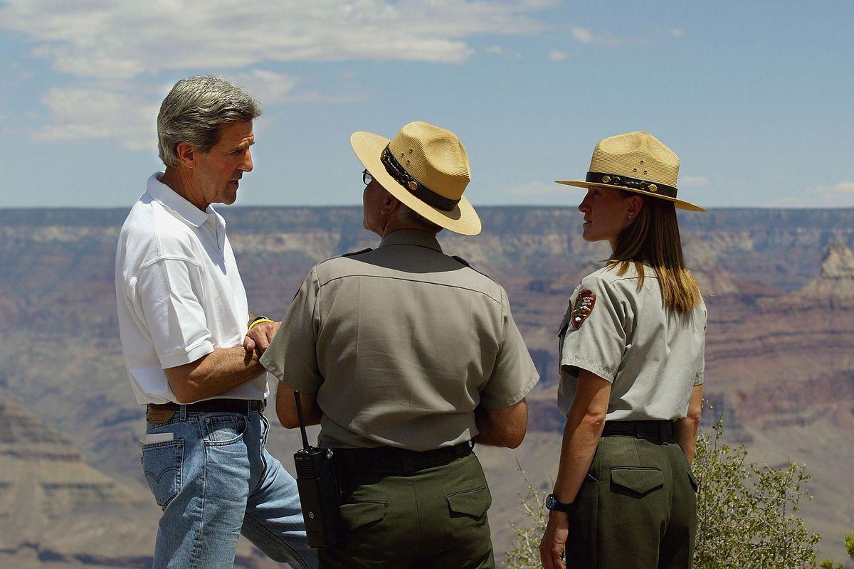AZ: Kerry Visits The Grand Canyon