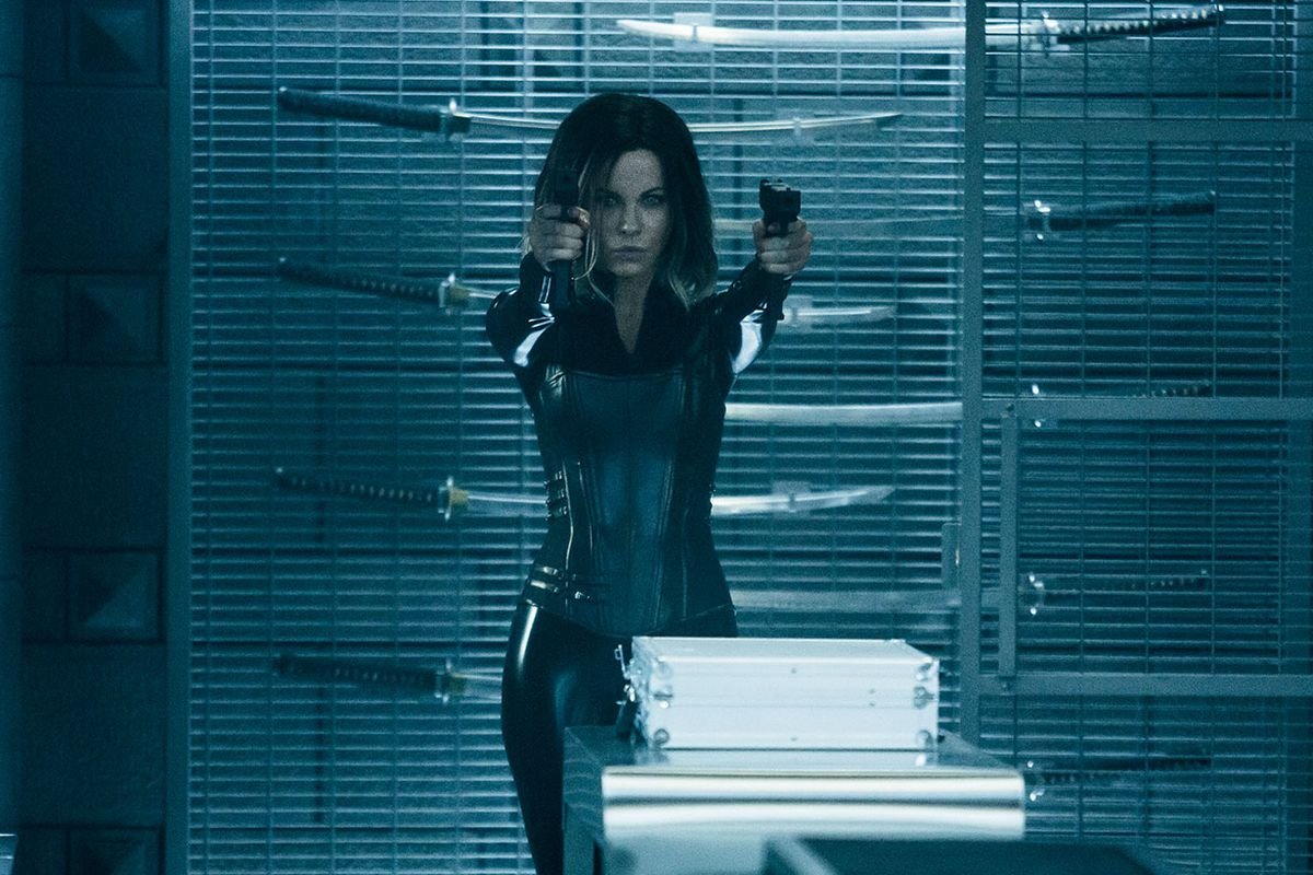 Kate Beckinsale and a bunch of guns in Underworld: Blood Wars