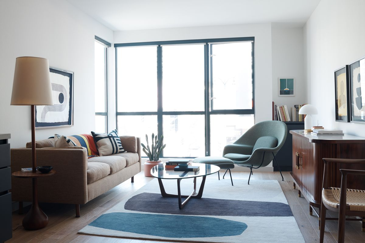 Living room with geometric rug and modern furniture