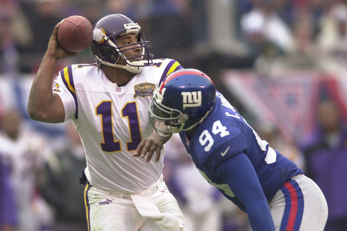 <strong>Cedric Jones</strong> did not make enough plays like this one during his career with the Giants. (Photo by Ezra Shaw/Getty Images)