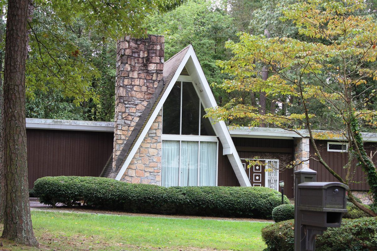 [Contemporary architecture of a residence formerly owned by the Paschal Family near Cascade Heights. Photo courtesy Garfield Peart.]
