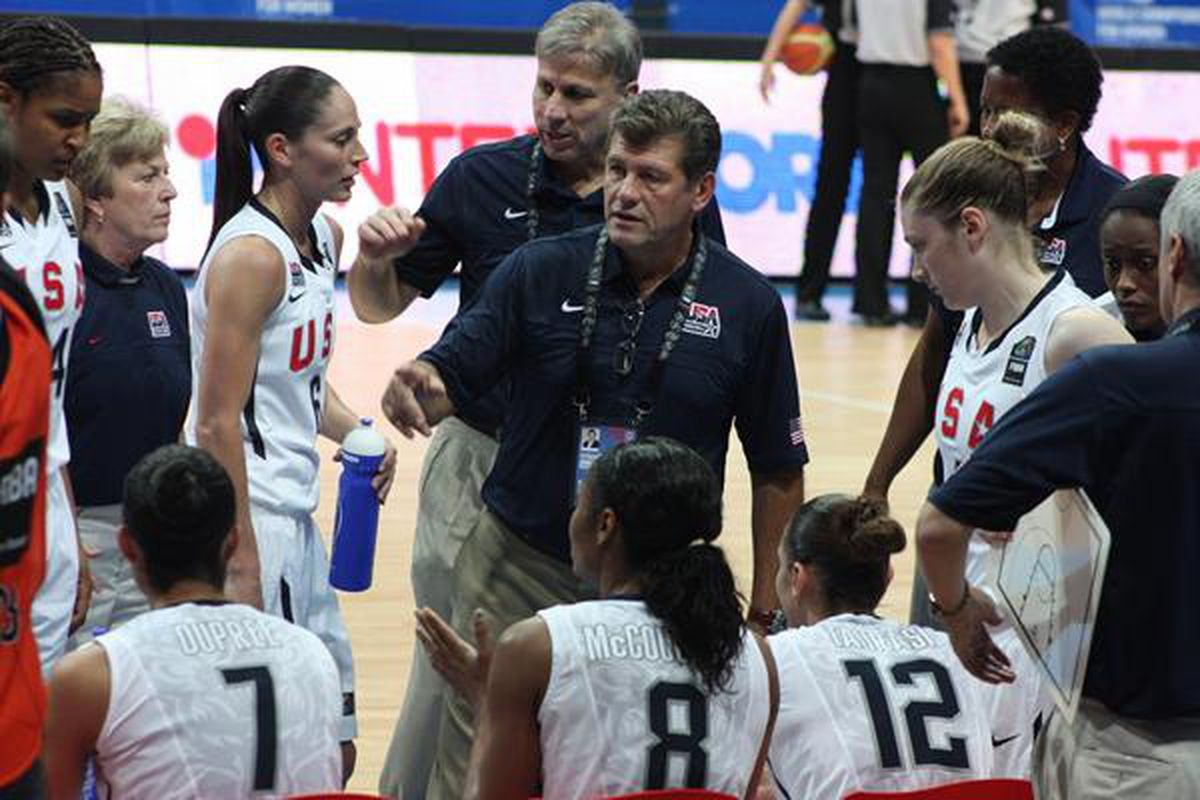 Geno Auriemma in the huddle at the 2010 World Championships (by Marek Grzesiuk)