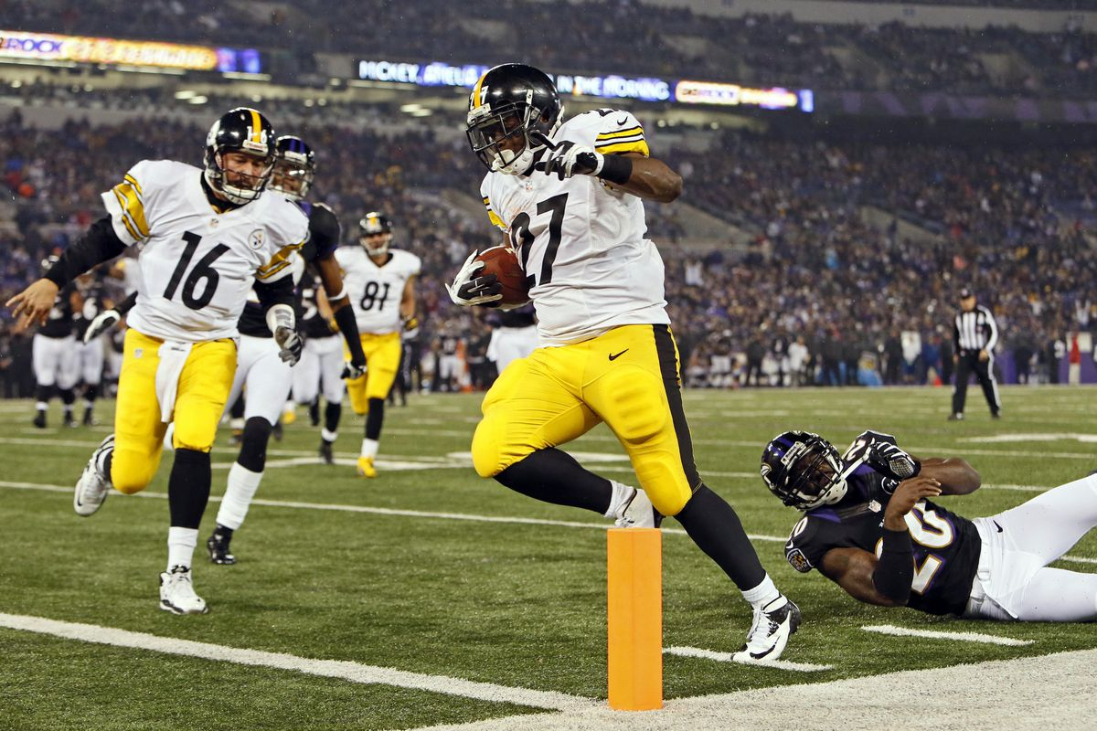 Charlie Batch clears the way for Jonathan Dwyer in the 2012 Steelers Upset vs. the Ravens
