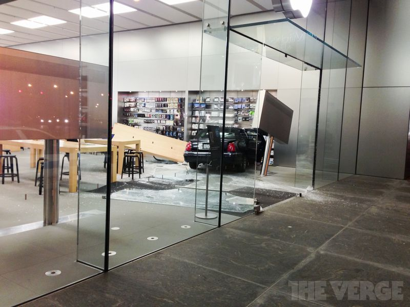 Car smashes into lincoln park apple store no one seriously injured car accident at lincoln park apple store photos planetlyrics Gallery
