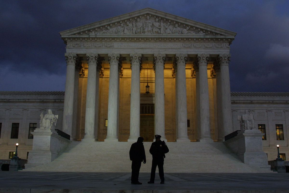 Police officers stand in front of the Supreme Court.
