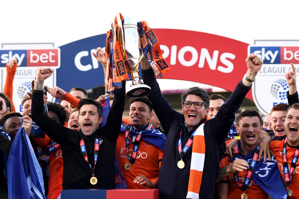 Luton Town v Oxford United - Sky Bet League One - Kenilworth Road
