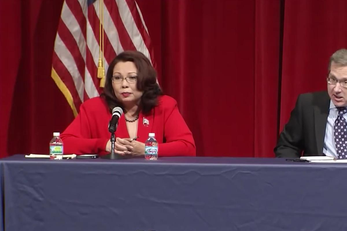 Rep. Tammy Duckworth and Sen. Mark Kirk at an Illinois Senate debate.