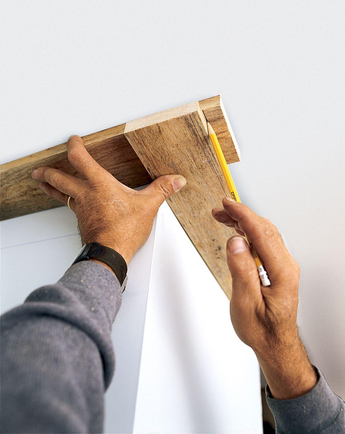 Determining the corner of crown molding