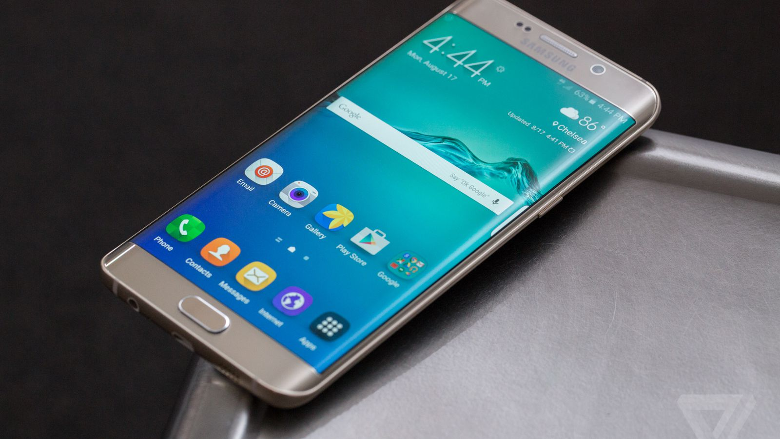 samsung galaxy s6 edge review the verge. Black Bedroom Furniture Sets. Home Design Ideas