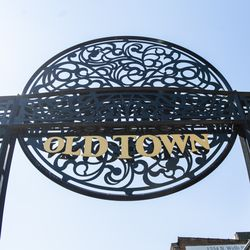 The Old Town gate located on Wells Street in Old Town | Tyler LaRiviere/Sun-Times