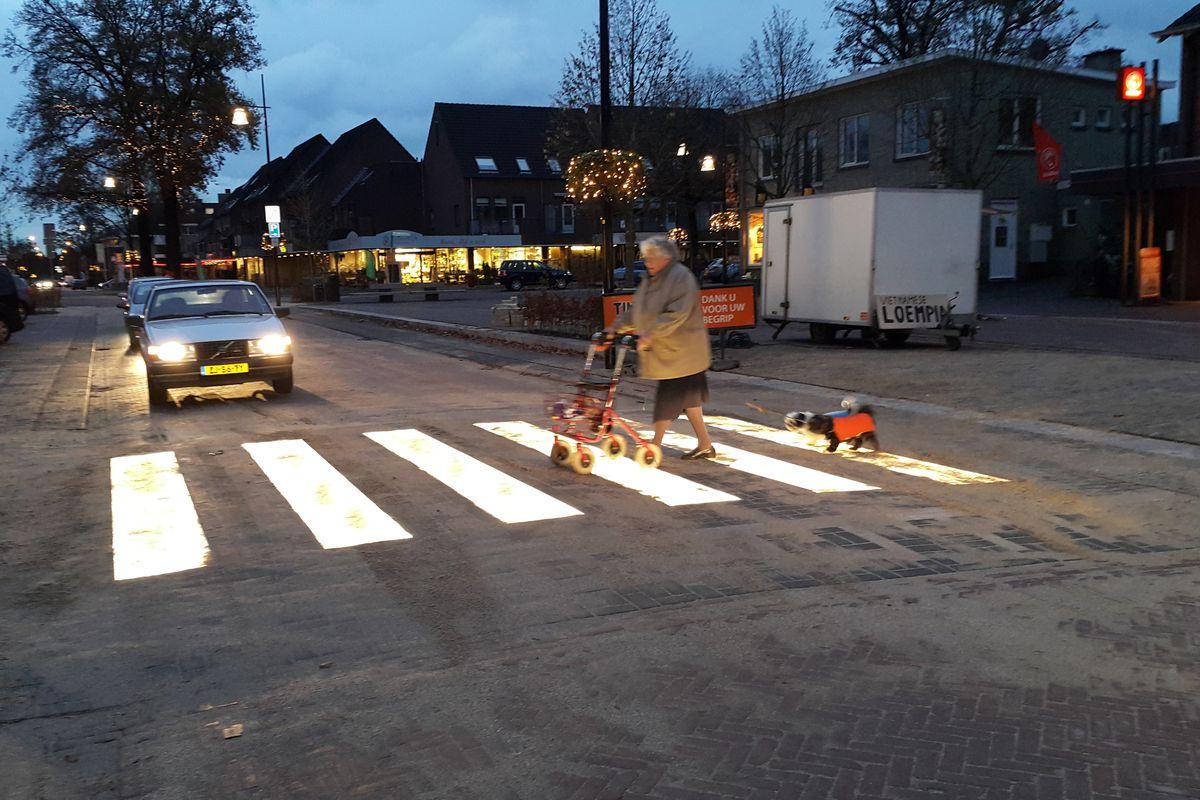 LED-lit pedestrian crossing