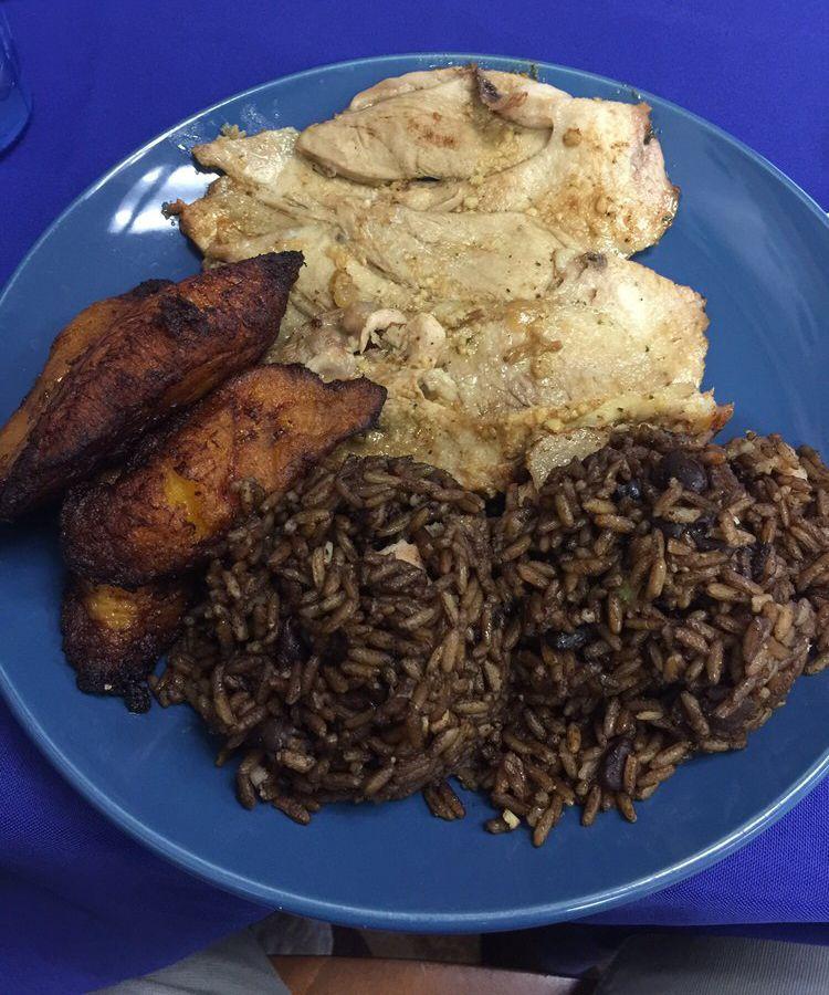 Roast pork with black beans, rice, and sweet plantains at El Varaderito