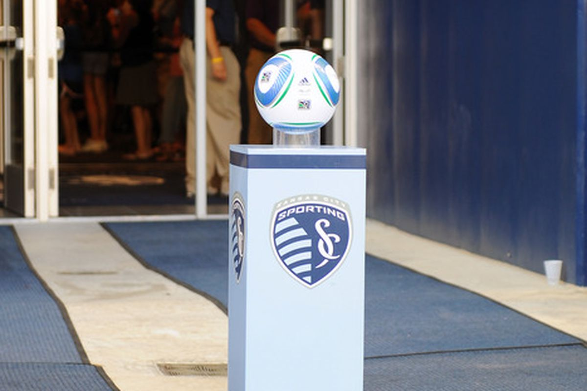 In honor of all the MLS action that didn't happen this week - DC-Por, NY-LA, Phi-NE - here's a picture of a match ball waiting to be loved. Sad, i'nnit?