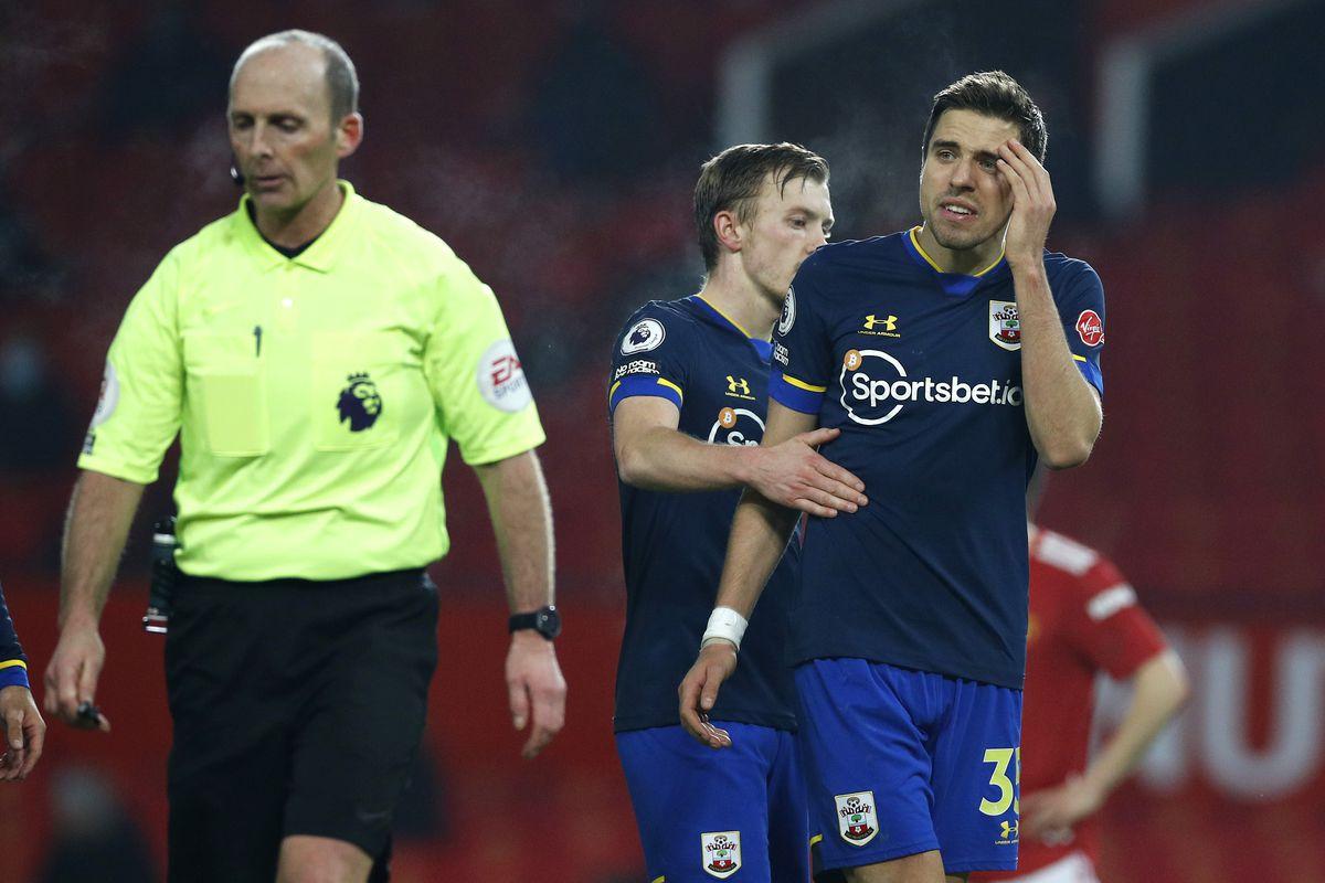 Southampton, Manchester United, Mike Dean, Lee Mason, Premier League, Jan Bednarek, red card
