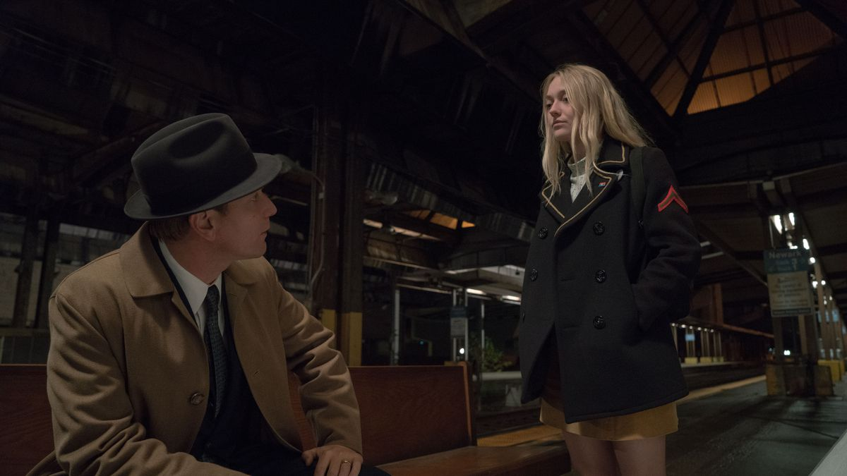 Ewan McGregor and Dakota Fanning in American Pastoral