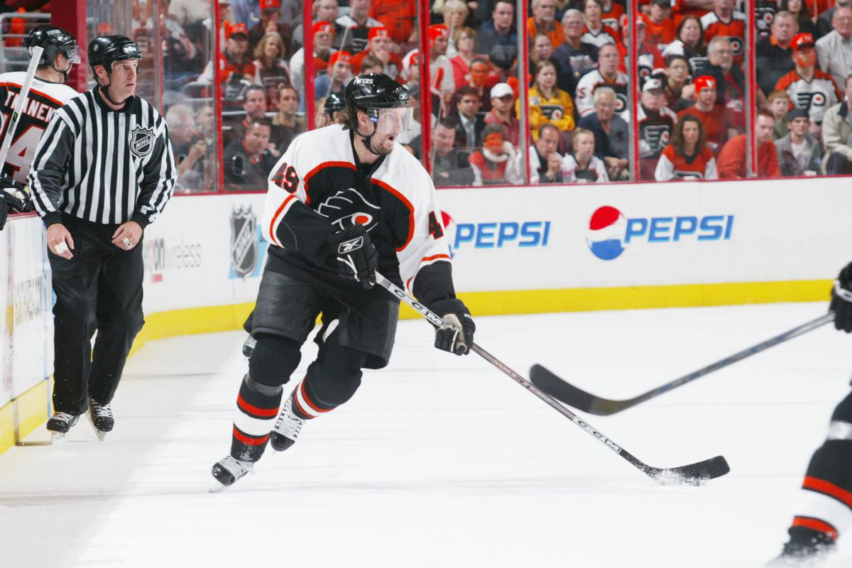 Savage's father, Brian, playing for the Philadelphia Flyers in 2005-2006