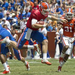 Florida quarterback Jeff Driskel (6) runs for short yardage during the Orange and Blue NCAA college football game in Gainesville, Fla., Saturday, April 7, 2012.