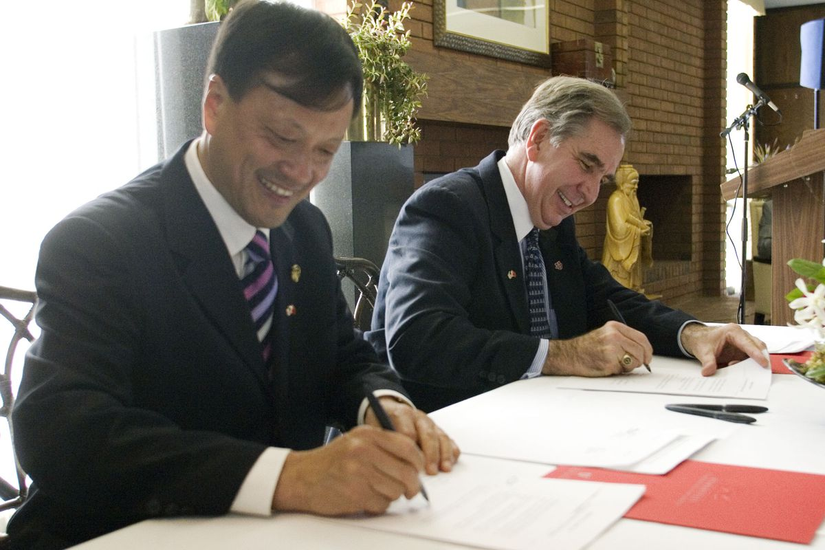 Shi Jian, Vice President of Sichuan University in Chengdu, China, and Michael Young, then-president of the University of Utah, sign the agreement founding the Confucius Institute at Utah on the Salt Lake City campus in 2007.