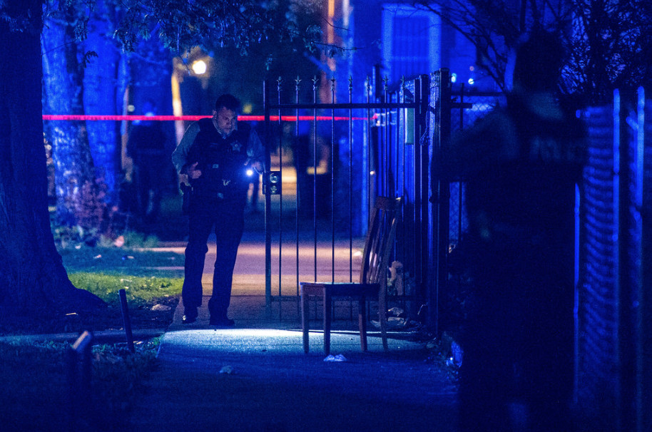 The scene of a fatal shooting May 5 in the 3700 block of West Chicago Avenue.   Tyler LaRiviere / Sun-Times