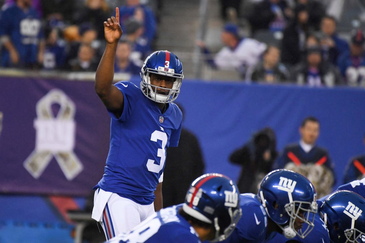 Manning out: Giants to start QB Smith vs. Raiders