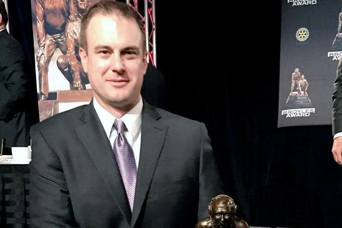 Ohio State offensive coordinator Tom Herman has won the 2014 Broyles Award, given to the nation's top assistant.