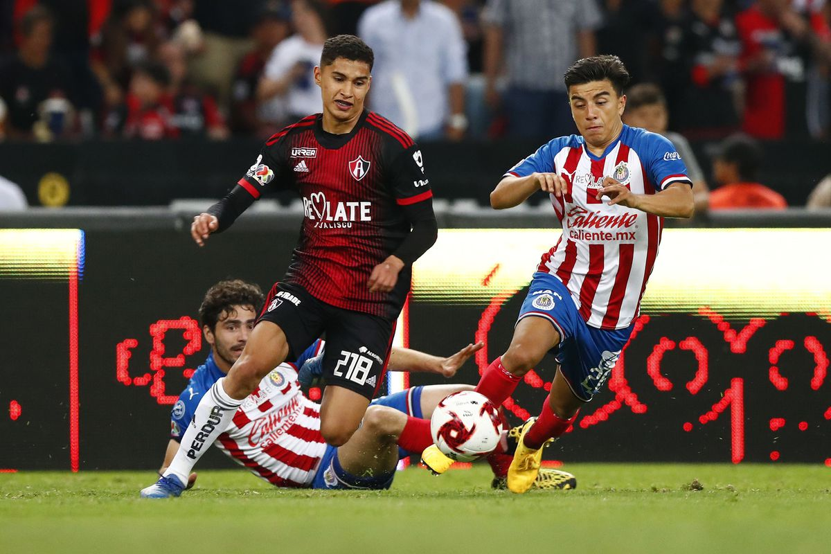 Jeremy Marquez of Atlas fights for the ball with Fernando Beltrán of Chivas during the 9th round match between Atlas and Chivas as part of the Torneo Clausura 2020 Liga MX at Jalisco Stadium on March 7, 2020 in Guadalajara, Mexico.