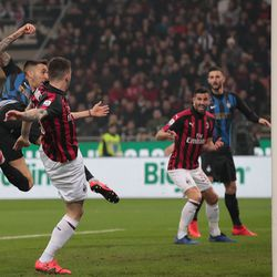Matias Vecino of FC Internazionale scores the opening goal during the Serie A match between AC Milan and FC Internazionale at Stadio Giuseppe Meazza on March 17, 2019 in Milan, Italy.