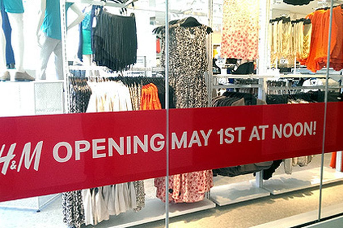 """Image via <a href=""""http://brighamyen.com/2014/04/28/new-downtown-la-flagship-hm-store-unveiled-opening-may-1st-noon/"""">DTLA Rising</a>"""
