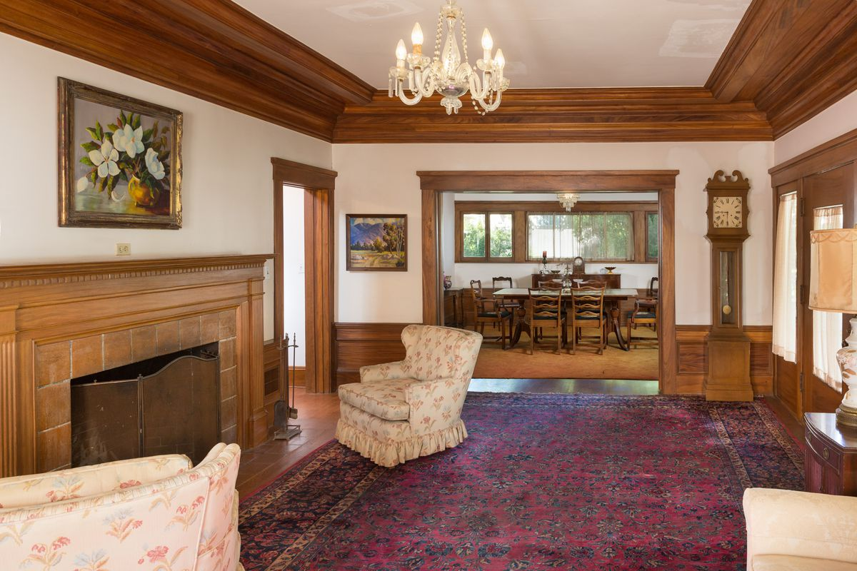 With Some Tlc This 1912 Prairie Style Craftsman Could Be
