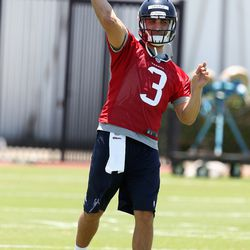 Tom Savage throwing during practice