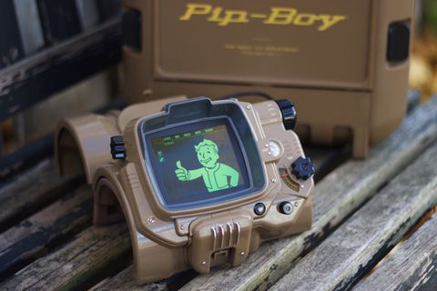 A closer look at the Fallout 4 Pip-Boy - The Verge