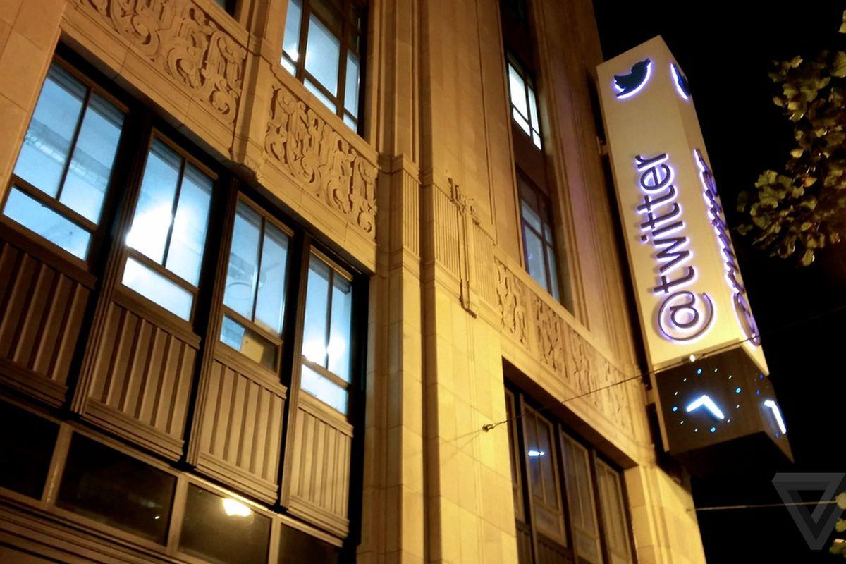 Twitter Logo night stock 1020
