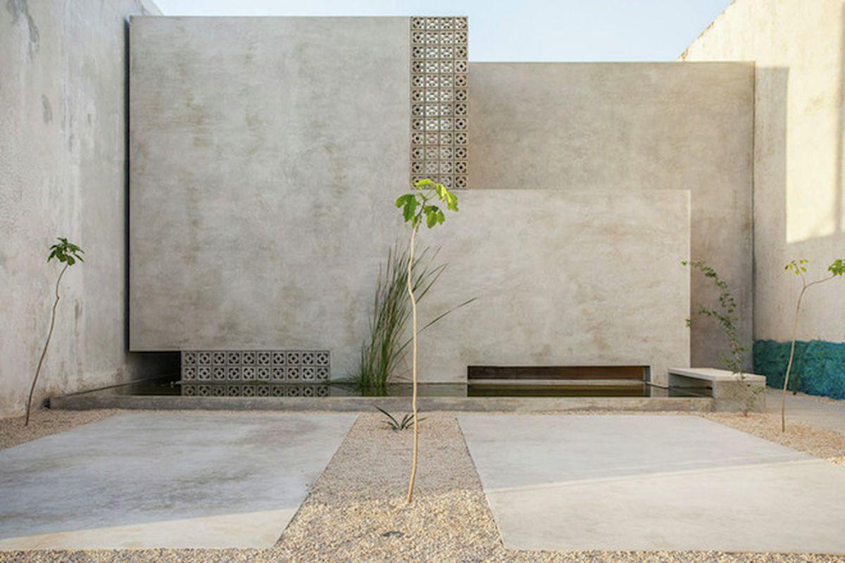 "All photos by <a href=""http://www.leo-espinosa.com/"">Leo Espinosa</a> via <a href=""http://www.archdaily.com/773985/gabriela-house-taco-taller-de-arquitectura-contextual"">ArchDaily</a>"