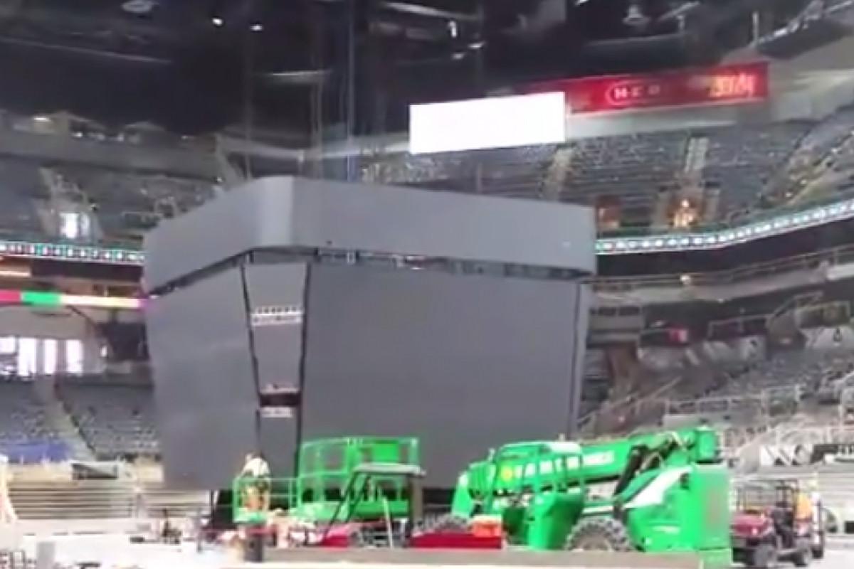 Leaked photo of new scoreboard being installed in AT&T Center