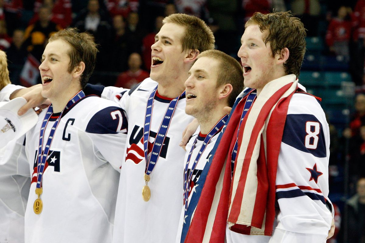 USA players celebrate Gold Medal at the 2013 World Junior Championship.