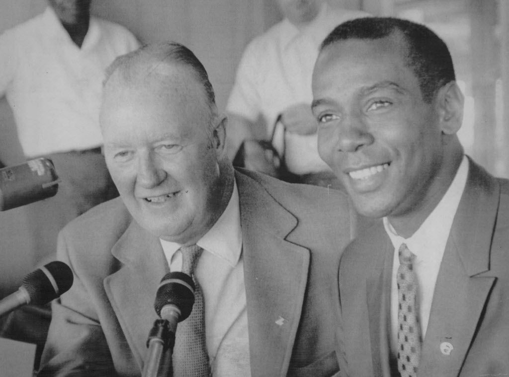 Ernie Banks with Cubs announcer Jack Brickhouse in 1970.