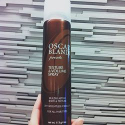 <b>Oscar Blandi's</b> texture spray revives the volume at the roots after a long day. I am headed to meeting straight from my flight so taking the minute for a quick boost.