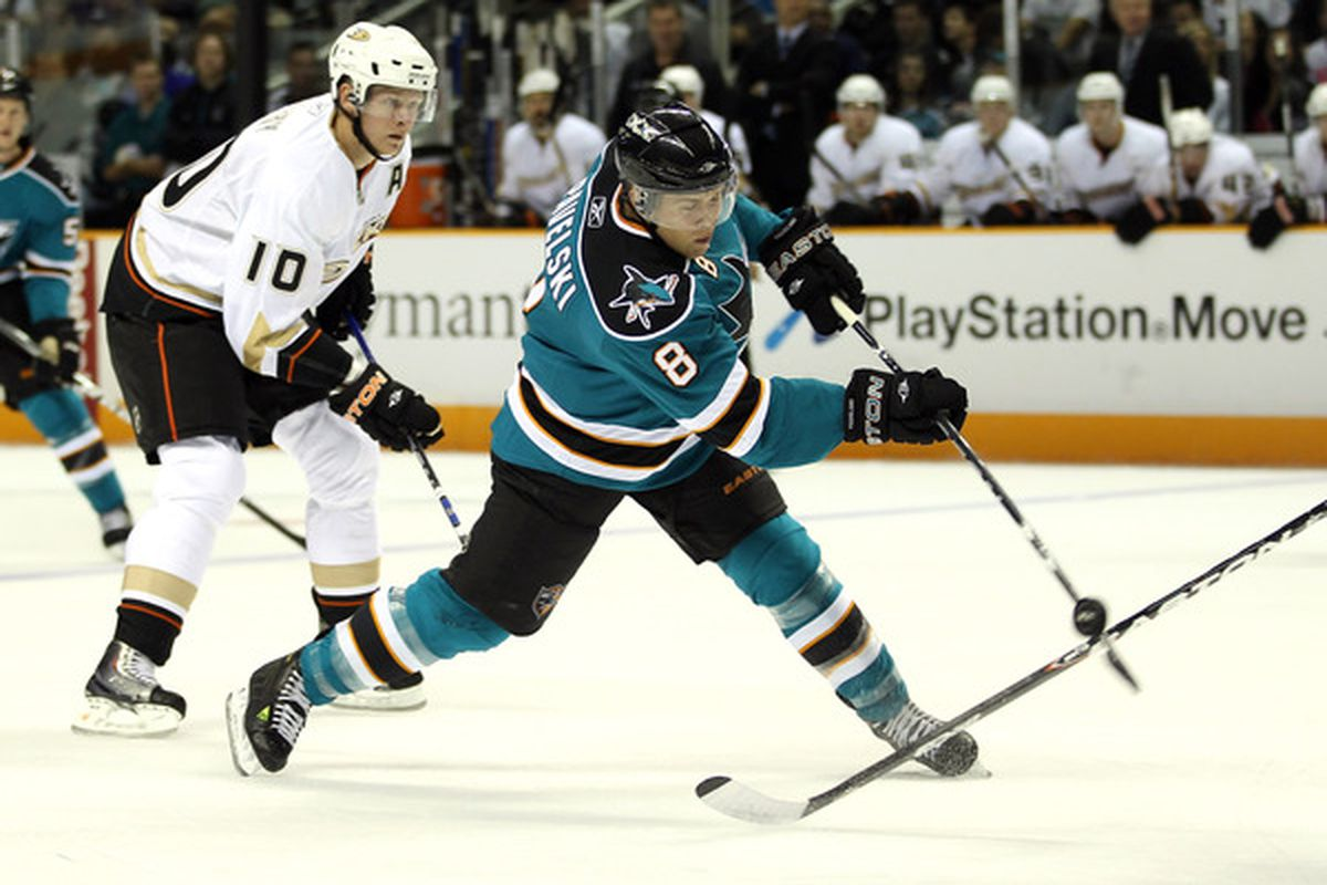 Former Wisconsin forward Joe Pavelski had more points than any other college hockey alums in the first round of the Stanley Cup Playoffs.