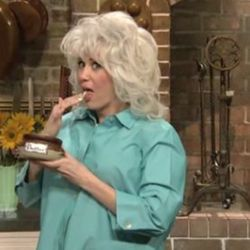"""<a href=""""http://eater.com/archives/2010/11/14/paula-deens-paper-towels-on-saturday-night-live.php"""" rel=""""nofollow"""">Paula Deen Gets Lampooned on Saturday Night Live</a><br />"""