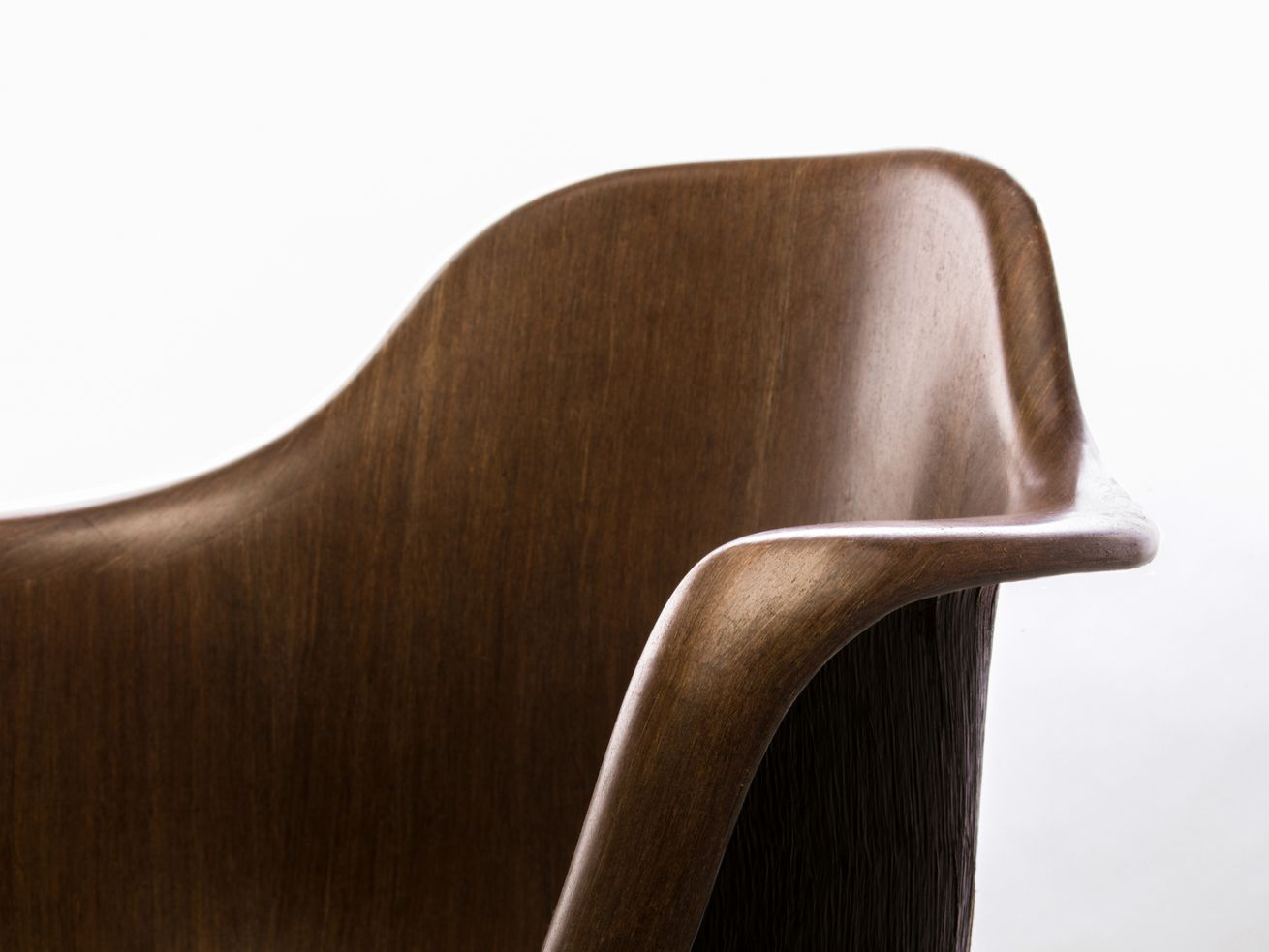 Eero Saarinen Tulip chair replica shows potential of sustainable ?wood-like? material