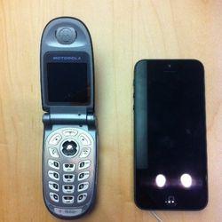 """The """"Moto Gianatti"""" next to the iPhone 5"""