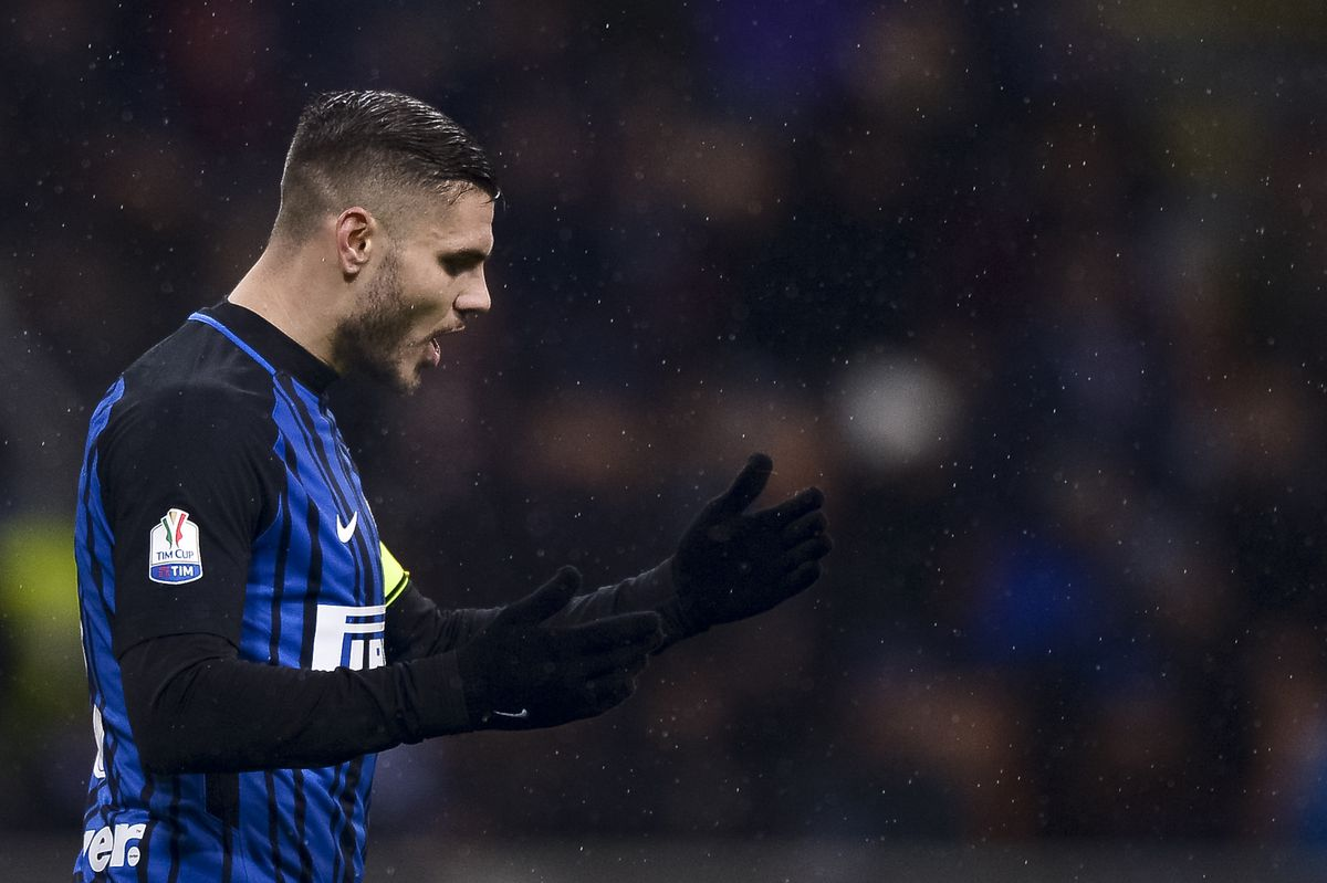 Mauro Icardi of FC Internazionale looks dejected during the...
