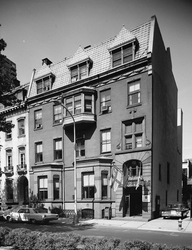 The exterior of the Alexander J. Cassatt Townhouse in Philadelphia. This is a black and white photograph.
