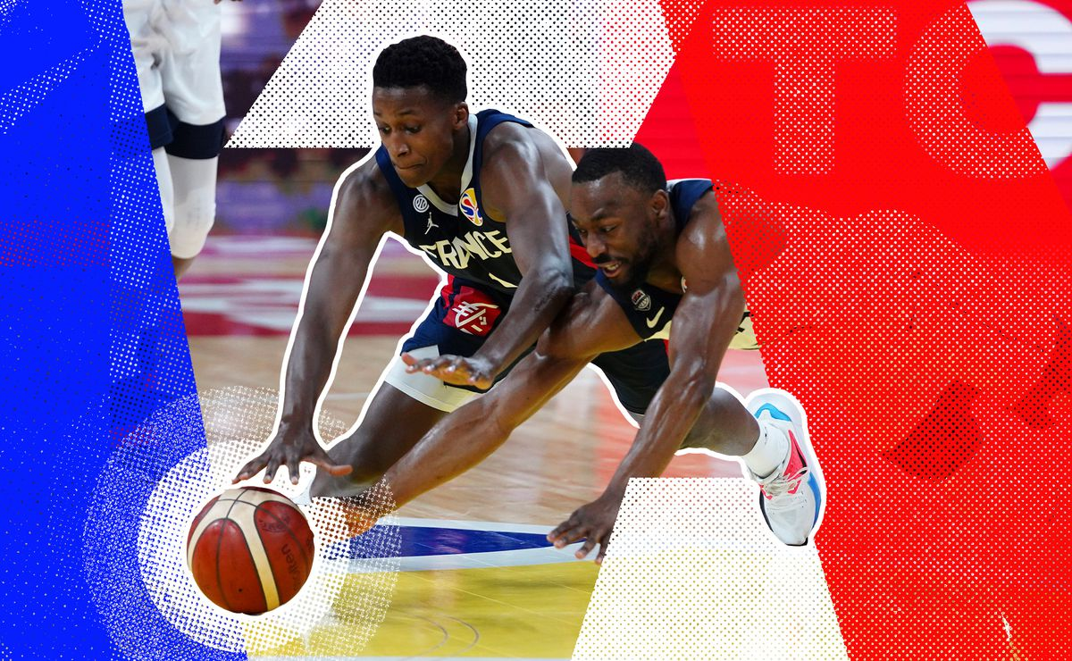 Frank Ntilikina diving for a loose ball with Team USA's Kemba Walker during the 2019 World Cup.